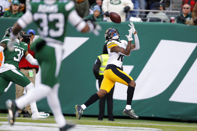 Pittsburgh Steelers wide receiver Diontae Johnson (18) catches a touchdown pass during the first half of an NFL football game against the New York Jets, Sunday, Dec. 22, 2019, in East Rutherford, N.J. (AP Photo/Adam Hunger)