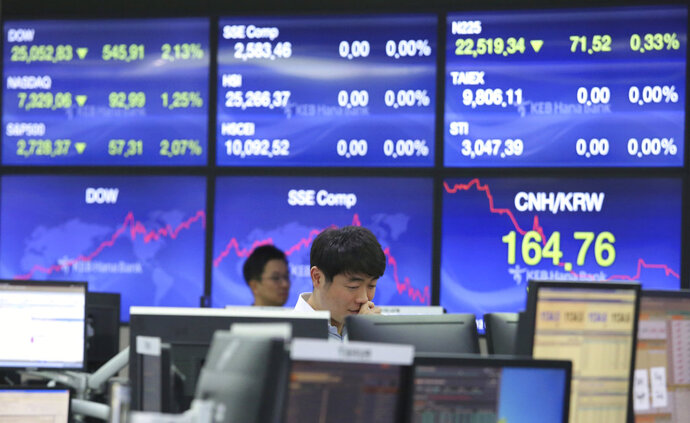A currency trader watches monitors at the foreign exchange dealing room of the KEB Hana Bank headquarters in Seoul, South Korea, Friday, Oct. 12, 2018. Asian stocks were mixed on Friday as better-than-expected Chinese trade data gave some markets a breather from worries about the impact of punitive tariffs.(AP Photo/Ahn Young-joon)