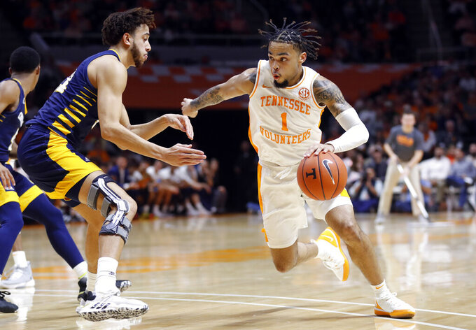 No. 17 Vols top Chattanooga 58-46 for 30th straight home win