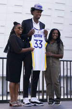 Golden State Warriors draft pick James Wiseman, center, poses for photos between his mother, Donzaleigh Artis, left, and his sister, Jaquarius Greer, at a news conference in San Francisco, Thursday, Nov. 19, 2020. (AP Photo/Jeff Chiu)