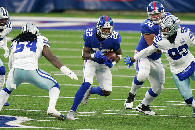 New York Giants' Wayne Gallman, center, runs the ball during the first half of an NFL football game against the Dallas Cowboys, Sunday, Jan. 3, 2021, in East Rutherford, N.J. (AP Photo/Corey Sipkin)