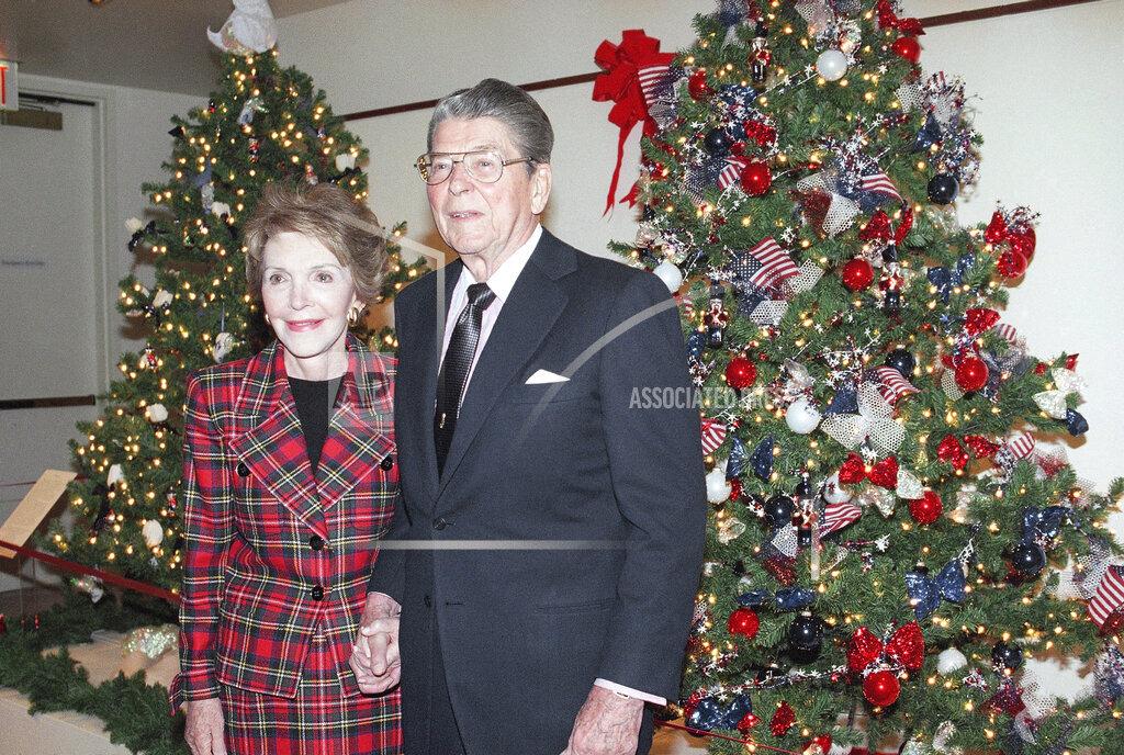 Watchf AP A  CA USA APHS237790 Ronald & Nancy Reagan 1994
