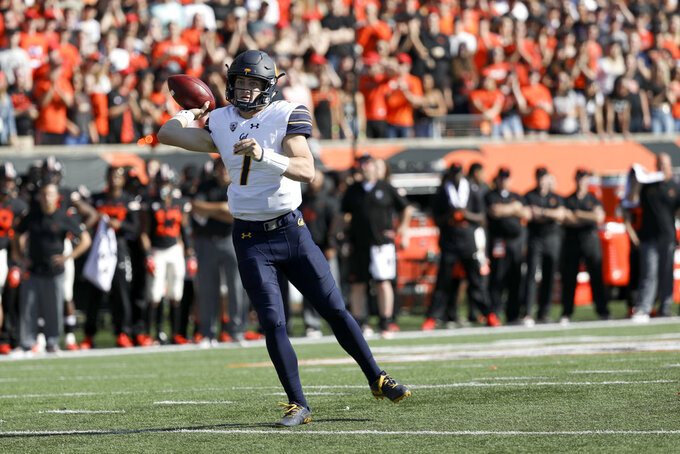 California quarterback Chase Garbers throws to fullback Malik McMorris during the first half of an NCAA college football game against Oregon State in Corvallis, Ore., Saturday, Oct. 20, 2018. (AP Photo/Amanda Loman)