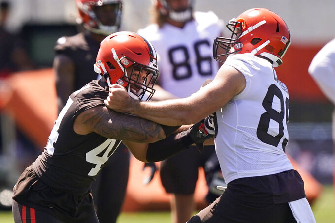 Cleveland Browns linebacker Sione Takitaki, left, and Cleveland Browns tight end Stephen Carlson run a drill during an NFL football practice, Monday, Aug. 2, 2021, in Berea, Ohio. (AP Photo/Tony Dejak)