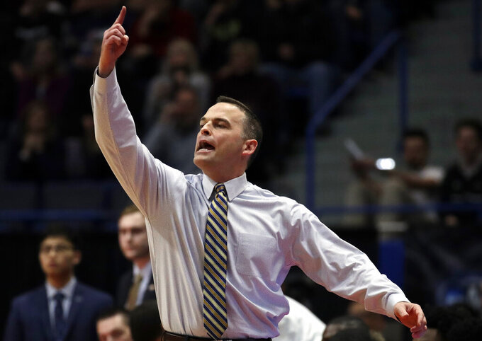 Murray State's head coach Matt McMahon instructs his team during the first half of a second round men's college basketball game against Florida State in the NCAA Tournament, Saturday, March 23, 2019, in Hartford, Conn. (AP Photo/Elise Amendola)