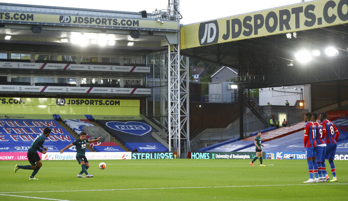 Burnley s Ashley Westwood, second left, takes a free kick during the English Premier League soccer match between Crystal Palace and Burnley at Selhurst Park, in London, England, Monday, June 29, 2020. (AP Photo/Hannah McKay,Pool)