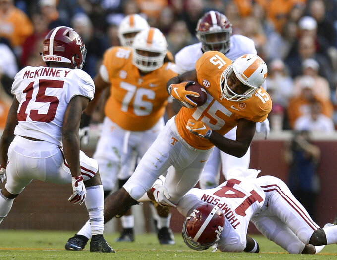 Tennessee wide receiver Jauan Jennings (15) catches a pass from Tennessee quarterback Jarrett Guarantano (2) during the first half of an NCAA college football game against Alabama, on Saturday, Oct. 20, 2018, in Knoxville, Tenn. (Joy Kimbrough /The Daily Times via AP)