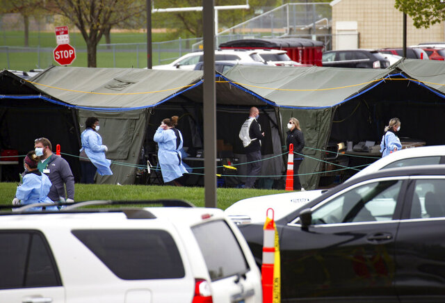 Healthcare workers run a coronavirus testing site for Smithfield employees in the Washington High School parking lot on Monday, May 4, 2020 in Sioux Falls, S.D. (Erin Bormett/The Argus Leader via AP)