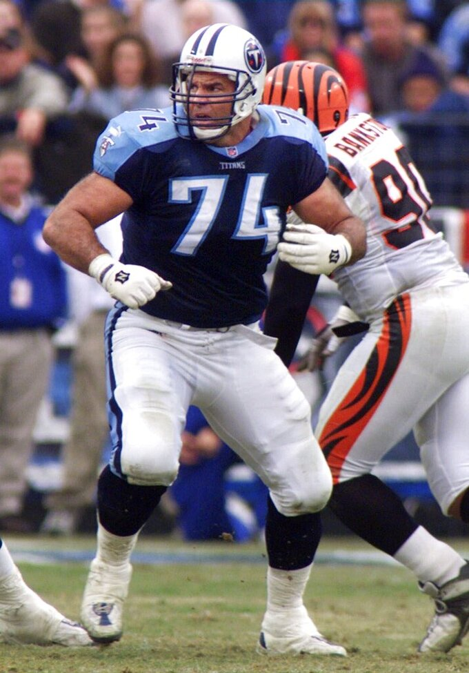 FILE — In this Dec. 10, 2000, file photo, Tennessee Titans offensive lineman Bruce Matthews (74) plays against the Cincinnati Bengals in Nashville, Tenn. Matthews, a member of the NFL Football Hall of Fame, was the No. 9 pick overall out of Southern Cal and wound up one of the NFL's ironmen, playing 296 games over 19 seasons. (AP Photo/Wade Payne, File)