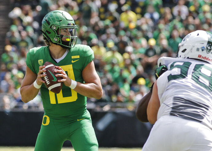 Oregon quarterback Justin Herbert (10) looks for a receiver that will catch his touchdown pass against Portland State during an NCAA college football game in Eugene, Ore., Saturday, Sept. 8, 2018. (AP Photo/Thomas Boyd)