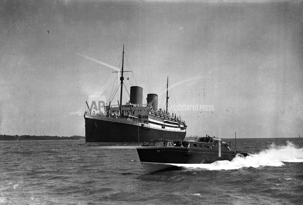 Watchf AP I   GBR XEN APHSL17 Admiral Barge Southampton 1935