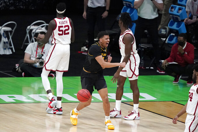 Missouri guard Javon Pickett, center, reacts after forcing a jump ball with Oklahoma forward Kur Kuath (52) during the second half of a first-round game in the NCAA men's college basketball tournament at Lucas Oil Stadium, Saturday, March 20, 2021, in Indianapolis. (AP Photo/Darron Cummings)