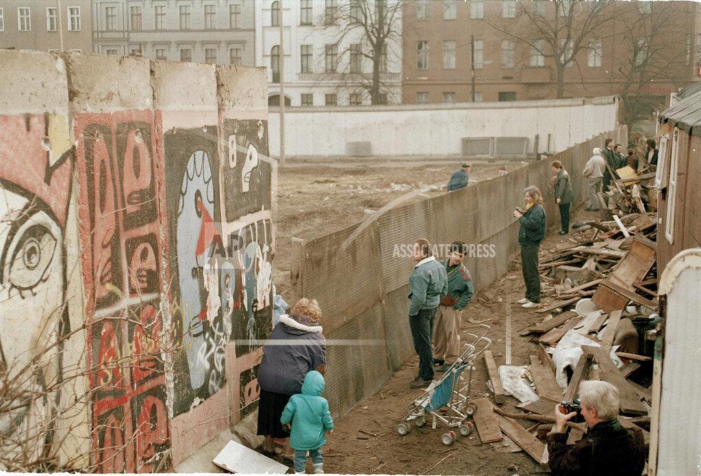 Watchf Associated Press International News   Germany APHS37917 Berlin Wall 1990
