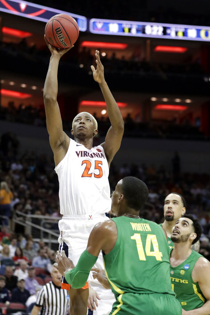 Virginia's Mamadi Diakite (25) shoots over Oregon's Kenny Wooten (14) during the first half of a men's NCAA Tournament college basketball South Regional semifinal game, Thursday, March 28, 2019, in Louisville, Ky. (AP Photo/Michael Conroy)