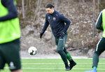 El delantero sueco Zlatan Ibrahimovic participa de un entrenamiento con el club sueco Hammarby en Estocolmo, el lunes 13 de abril de 2020. (Henrik Montgomery/TT News Agency vía AP)