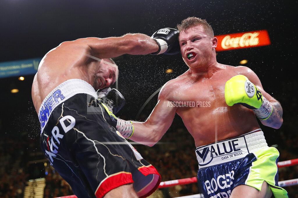 APTOPIX Alvarez Kovalev Boxing