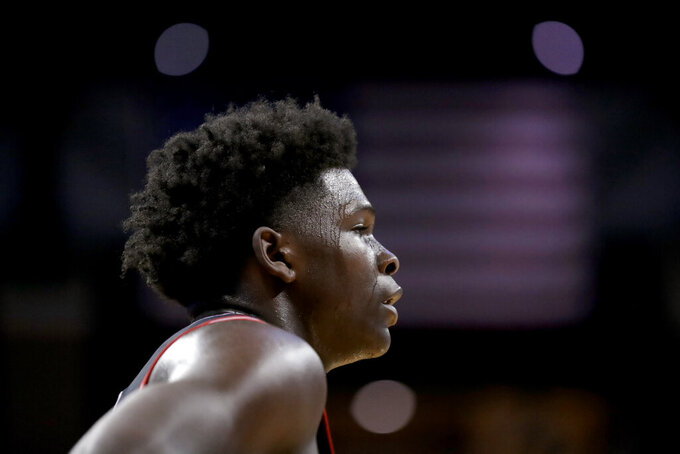 Georgia's Anthony Edwards takes up a position at the edge of the court during the first half of the team's NCAA college basketball game against Missouri on Tuesday, Jan. 28, 2020, in Columbia, Mo. (AP Photo/Jeff Roberson)