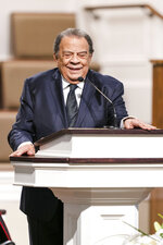 Andrew Young, former ambassador to the United Nations, speaks during the funeral services for Henry