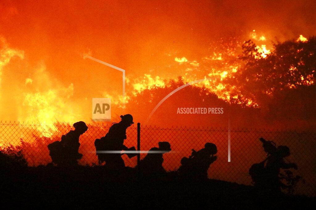 APTOPIX California Wildfires Power Shutoff
